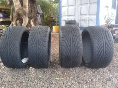 1 Set Triangle Motor Vehicle Tyres