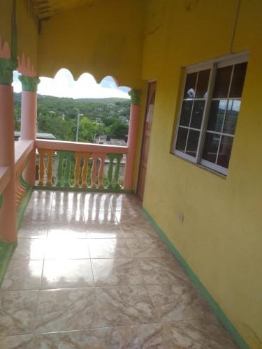2 Bedroom 1 Bathroom Upstairs House