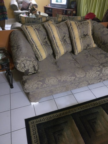 3 Piece Settee, Class Top Coffee Table, Recliner