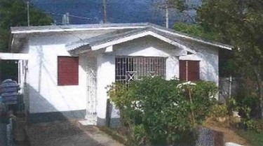 2 BEDROOM PROPERTY CONSISTING OF 3 STRUCTURES