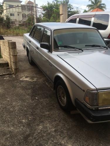 Classic Volvo 240 DL