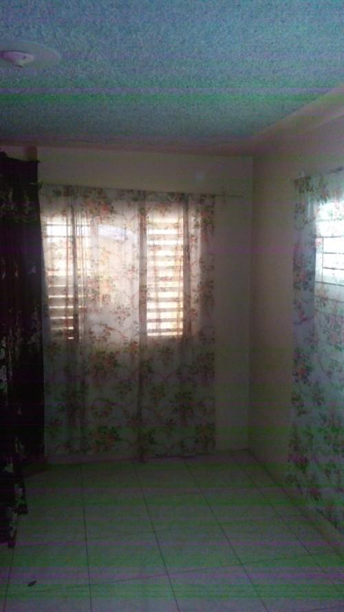 Unfurnish1 Bedroom Share Bathroom & Kitchen