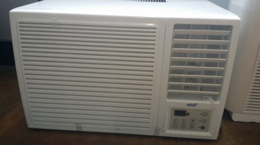 BRAND NEW WINDOW AIR CONDITION