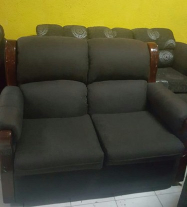 Beautiful 3 Piece Sofa Set For Sale