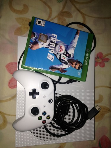 NEW BRAND Xbox One S 1TB With FIFA 19