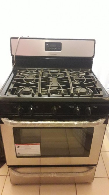 30 Inch Gas/Electric Stove With Cylinder
