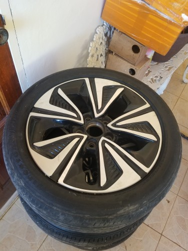 Honda Gen 10 EX-L Stock Rims & Tires: 17 Inches