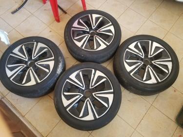 Honda Gen 10 EX-L Stock Rims & Tires: 17 Inches