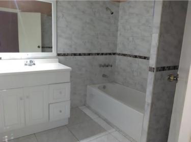 SPACIOUS!! - 2 Bedroom 2 Bathroom - KINGSTON 8