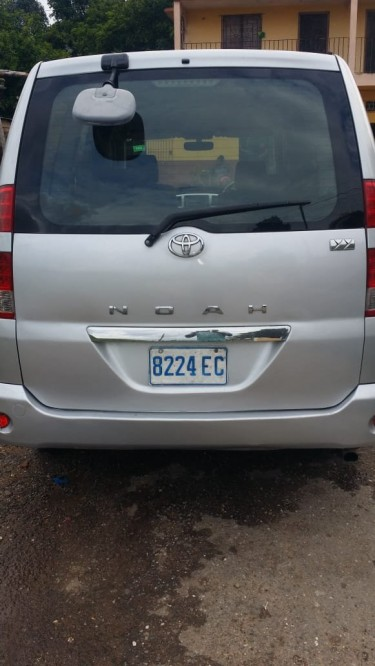 2005 Toyota Noah For Sale