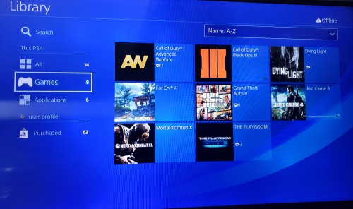 PS4 COME WITH 8 GAMES ON THE HARD DRIVE