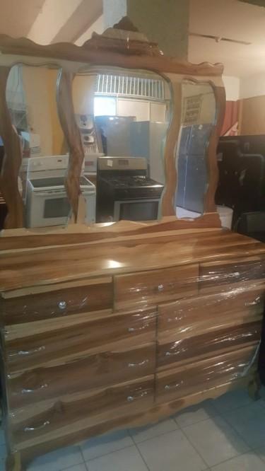 Beautiful Pine 9 Drawer Dresser For Sale