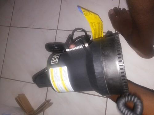 BRAND NEW EVERBILT Submersible Water Pump