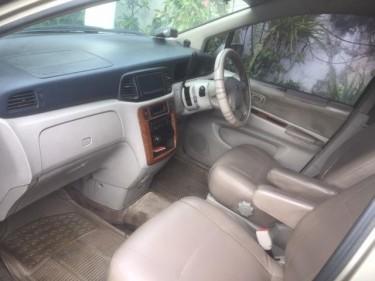 2004 Nissan Prairie