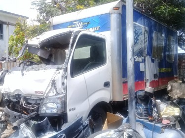 Damage 2015 Hino 300 Box Body With Parts