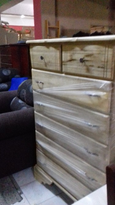 Beautiful Pine 7 Drawer Chest Of Drawers For Sale