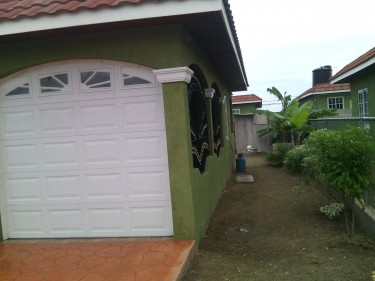 2 Bedrooms, 2 Bathrooms In Gated Community