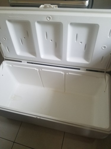 White 150 Quart Rubbermaid Igloo