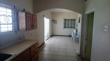 Over 6 Bedrooms Beach Front (Ideal For Investment)