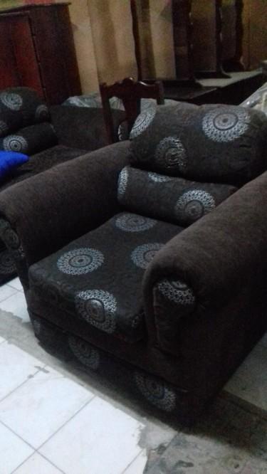 Beautiful 3 Piece Sofa Set For Sale