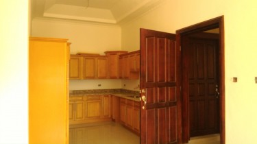 2 Bedroom With En Suite Bathrooms, Powder Room