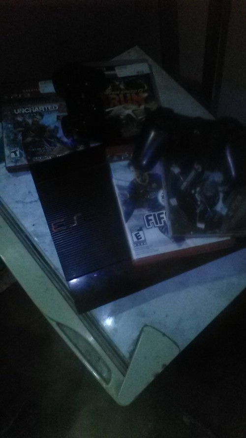 Ps3 ,5 Games And 2 Controls