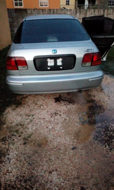 1999 Honda Civic – $550,000 Negotiable