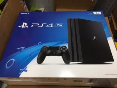 Sony Playstation 4 Pro 1tb And 7 Video Games
