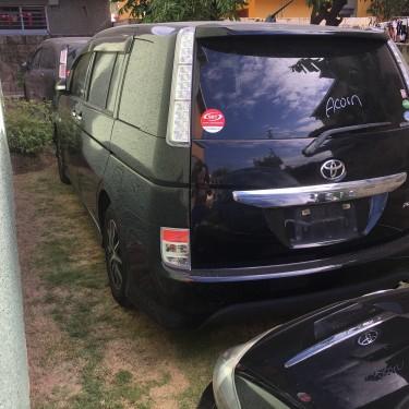 2013 Toyota Isis Platana V Selection