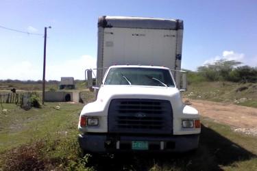 2009 Ford Box Truck