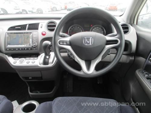 2) Honda Streem 2010