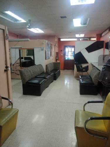 Tatoo Artist Shop Space.  Private Room In Salon.