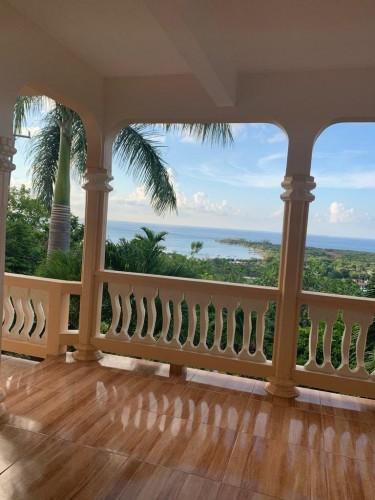 Spacious 3 Beds, 3 Baths Great Ocean View