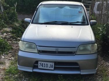 2001 Nissan Cube