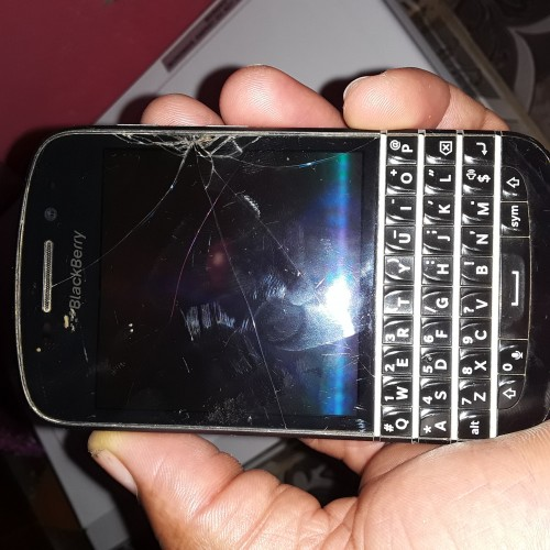Anyone Have A BlackBerry Q10 Scream Selling
