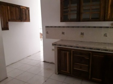 UNFURNISHED 2 BEDROOM 2 BATH APARTMENT FOR RENT