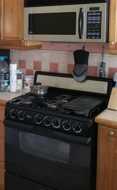 Whirlpool 6 Burner Stove (moving  Sale Must Go !)