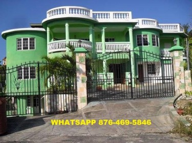 13 BEDROOM 12 BATH APARTMENT BUILDING FOR SALE