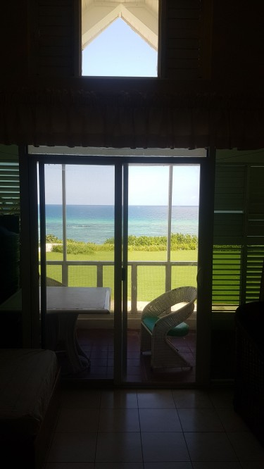 1 Bedroom Spacious Ocean Front Condo