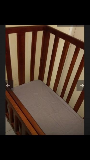 Baby Crib With 4 Draws