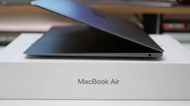 2018 MAC BOOK AIR WITH FINGER PRINT READER SILVER