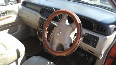 2002 Nissan Prairie