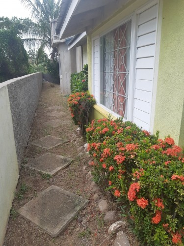 5 Bedroom 3.5 Bathroom House (RELISTED)