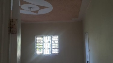 2 Bedroom House For Rent - Own Conveniences Houses Windsor Meadows