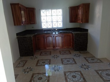UNFURNISHED 3 BEDROOM 1 BATH IN QUIET COMMUNITY