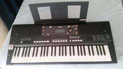 5 Octave Yamaha Electronic Keyboard