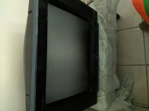 21 Inch Blackpoint Tv (big Back)