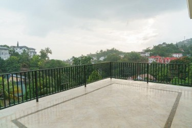 3 Bedroom 3 Bath In Upscale Secured Red Hills