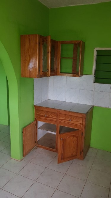 3 Bedroom House,kitchen,bathroom,living Room