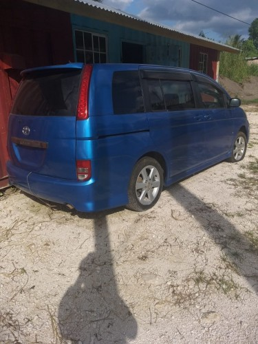 Toyota ISIS 7 Seater 2005